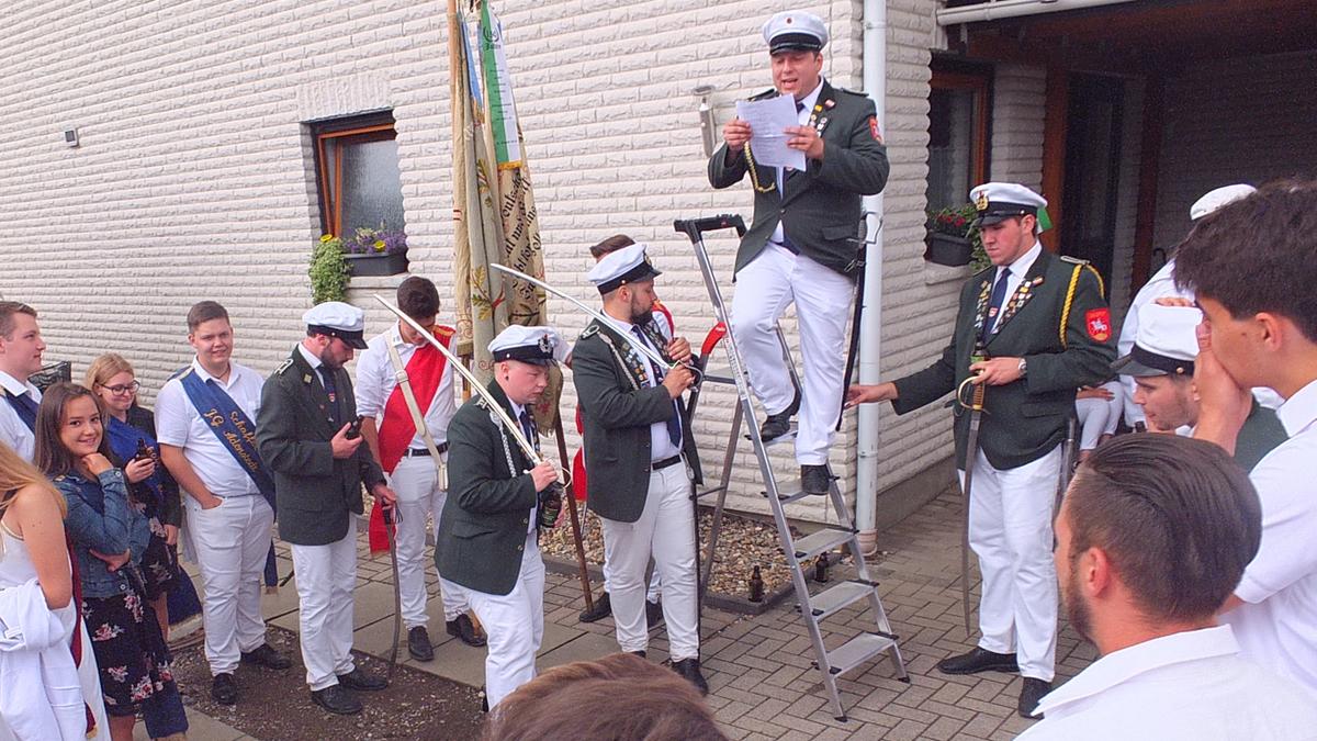 www.gelbesblatt.info Samstags-Umzug der Junggesellschaft